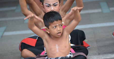 komang dancing