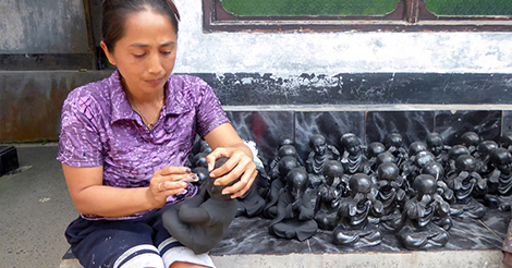 Yuni's mother painting statues for a living.